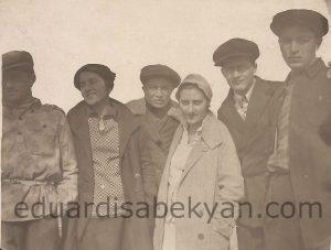 1930. Ընկերներով