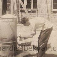 1930. Տեխնիկումի բակում